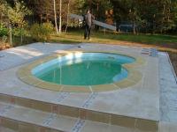 Бордюрный камень для бассейна
